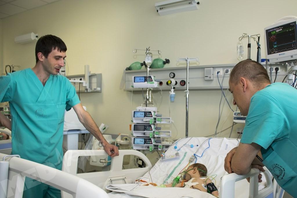 reportaj-despre-chirurgii-care-opresc-inimi (6) (Copy)